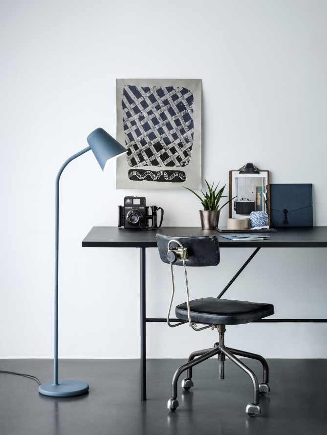 Hi_petrol_blue_desk - Low_res_Photo - Chris Tonnesen